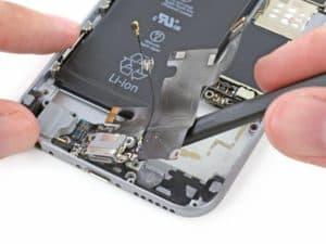 Замена нижнего шлейфа iPhone